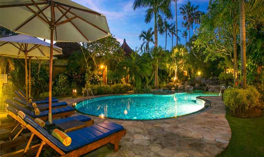 Gemeinsamer Pool Villa Suites Parigata auf Bali