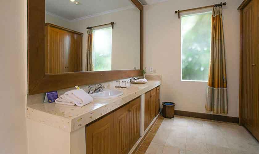 Badezimmer Villa Suites Parigata auf Bali