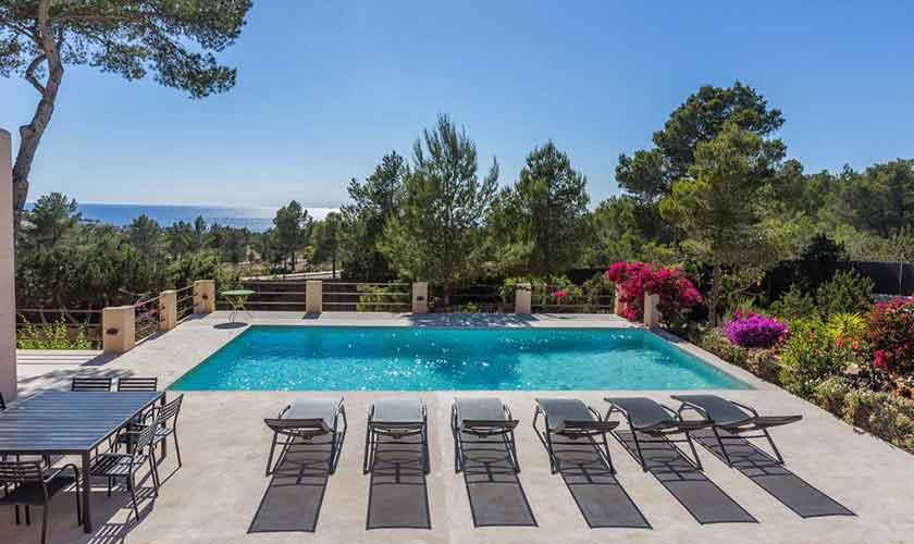 Pool und Liegen Ferienhaus Ibiza IBZ 16