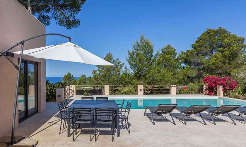 Esstisch und Pool Ferienhaus Ibiza IBZ 16