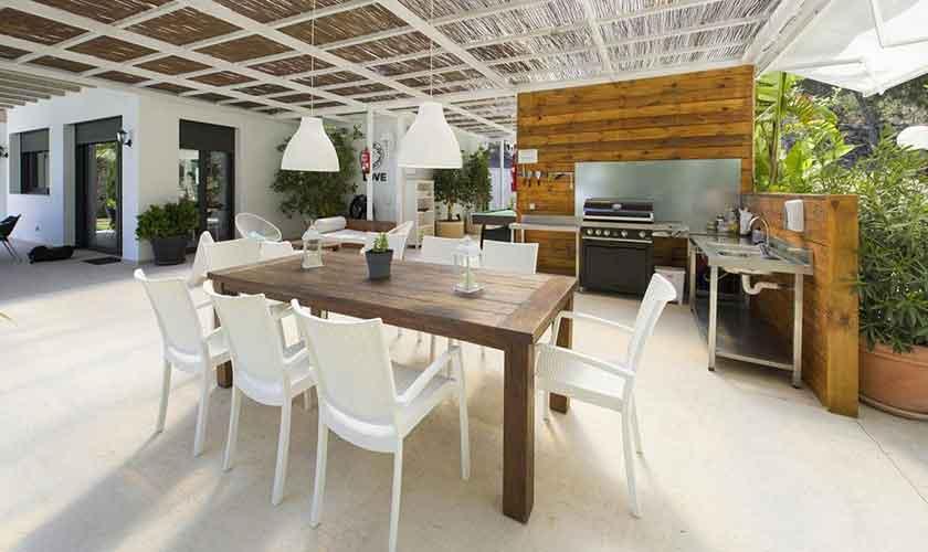 Außenküche und Terrasse Ferienvilla Ibiza IBZ 33