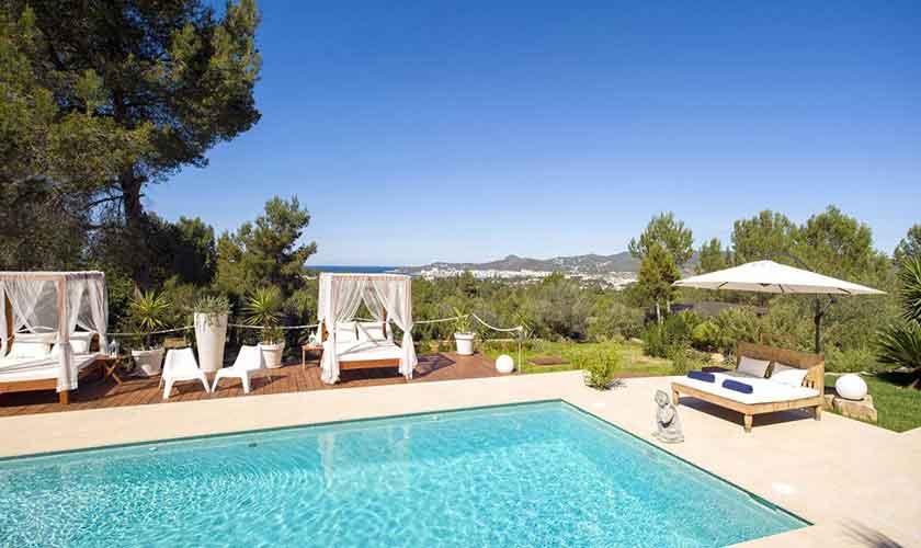 Terrasse und Poolblick Ferienvilla Ibiza IBZ 33