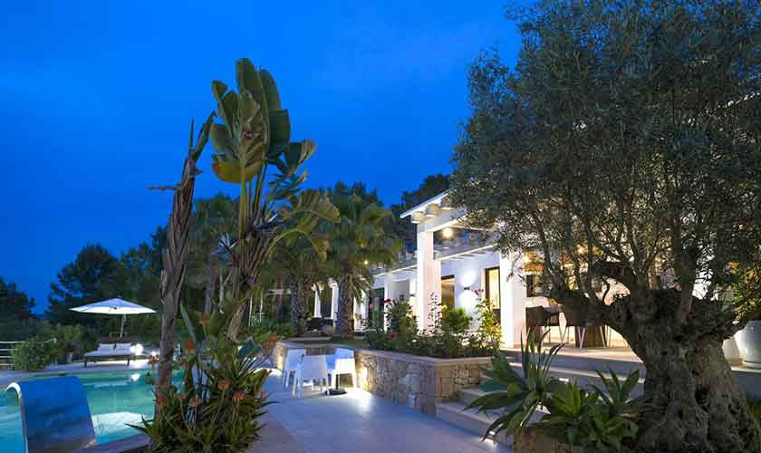 Pool abends Ferienvilla Ibiza IBZ 33