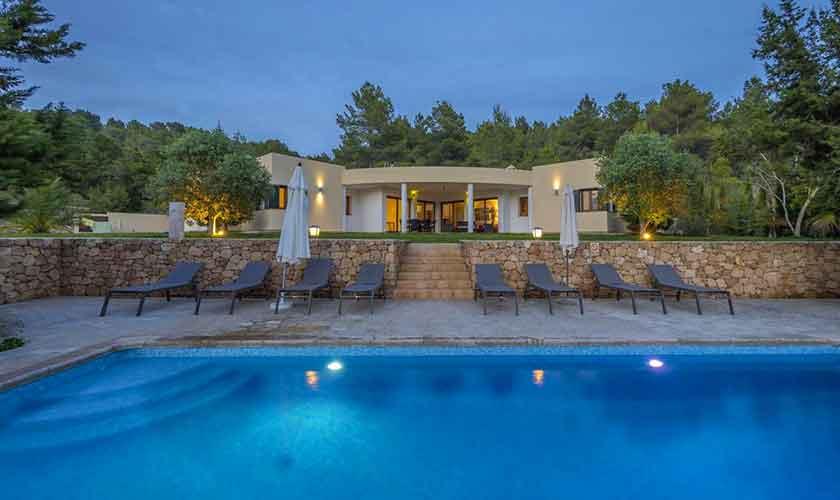 Bei Nacht Pool und Ferienhaus Ibiza IBZ 37
