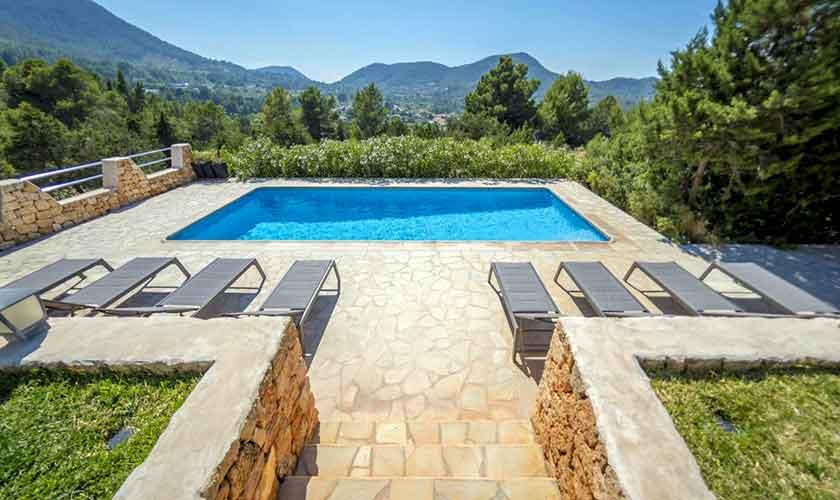 Pool und Landschaft Ferienhaus Ibiza IBZ 37