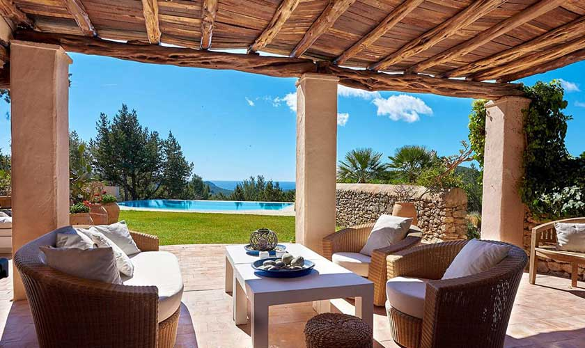 Terrasse mit Loungemöbel Finca Ibiza IBZ 38