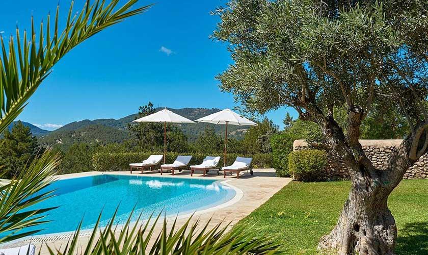Pool und Liegen Finca Ibiza IBZ 38