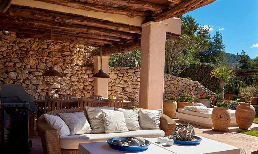 Terrasse mit Korbsofa Finca Ibiza IBZ 38
