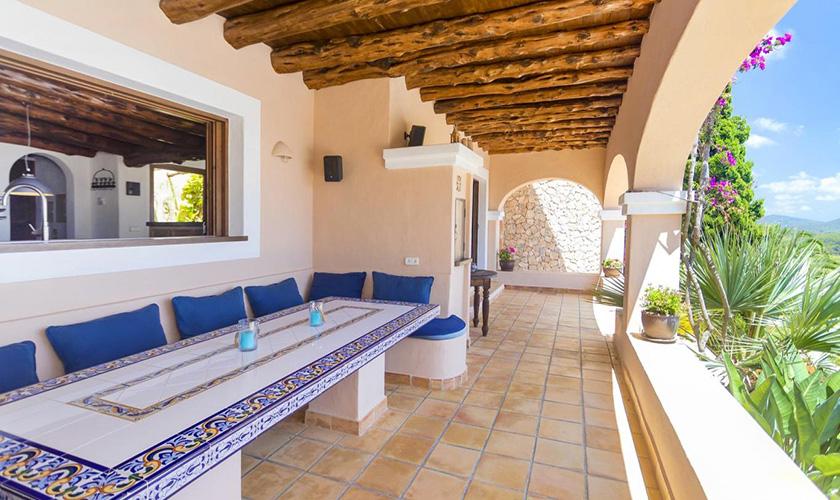 Esstisch überdachte Terrasse Villa Ibiza IBZ 39