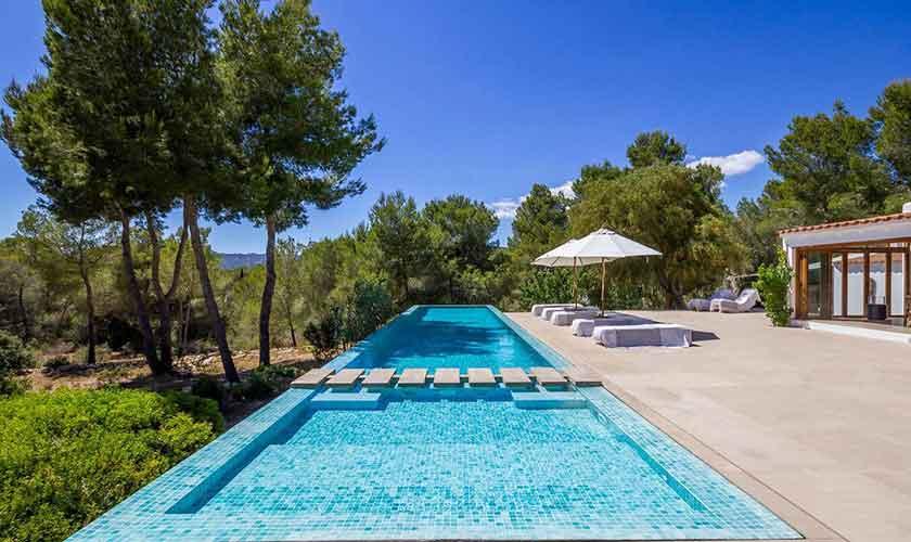 Poolblick und Terrasse und Ferienhaus Ibiza IBZ 45