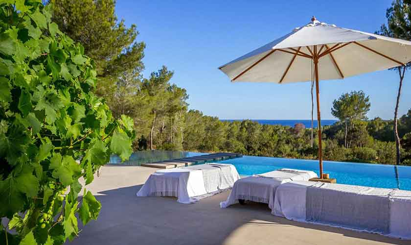 Pool und Terrasse Ferienhaus Ibiza IBZ 45