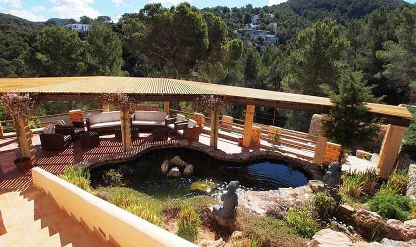 Blick auf den Fischteich Villa Ibiza IBZ 60