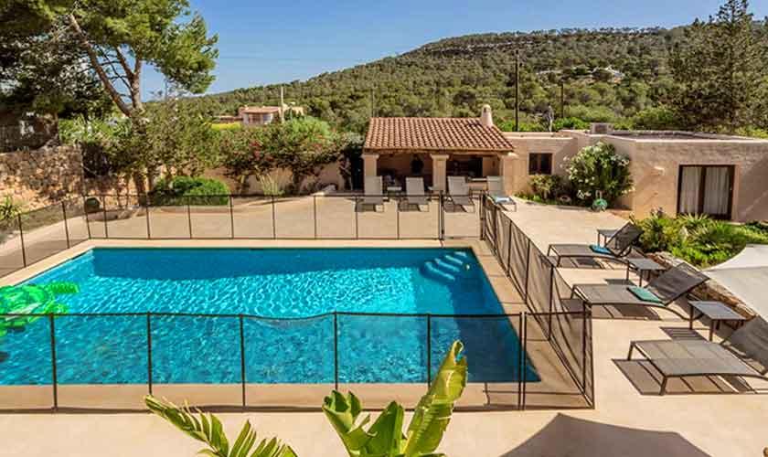 Umzäunter Pool und Ferienhaus Ibiza IBZ 62