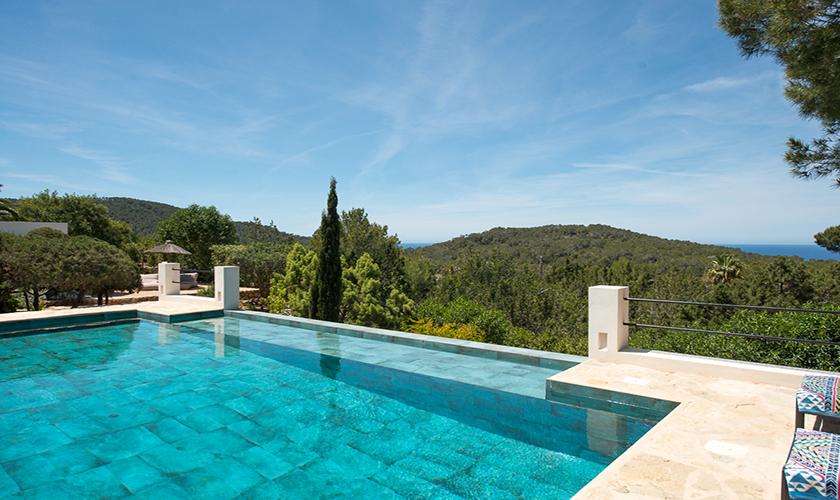 Pool und Landschaft Ferienvilla Ibiza für 10 Personen IBZ 77