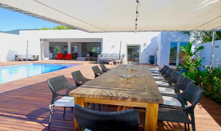 Pool und Esstisch Ferienvilla Ibiza IBZ 81