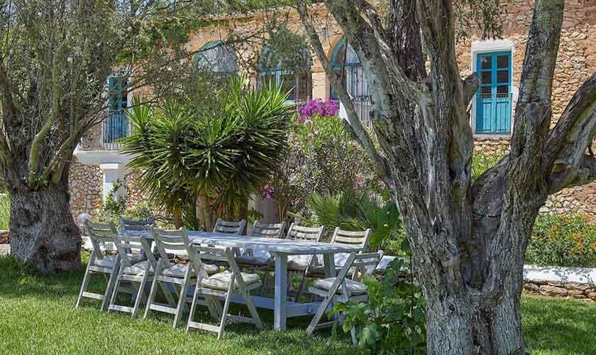 Essplatz im Garten Ferienvilla Ibiza IBZ 86