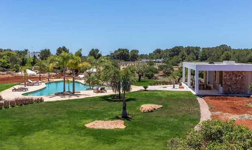 Rasenflächen und Pool Finca Ibiza IBZ 88