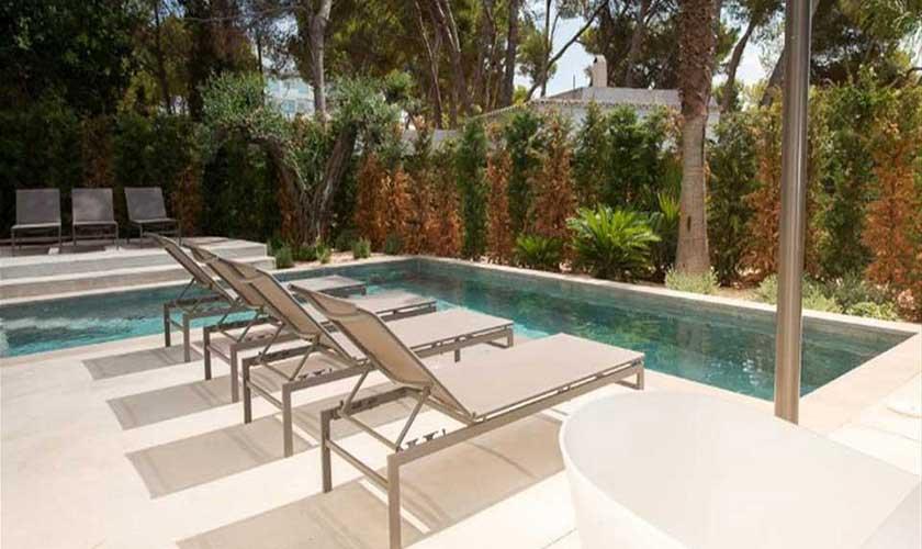 Pool und Liegen Ferienvilla Ibiza IBZ 89