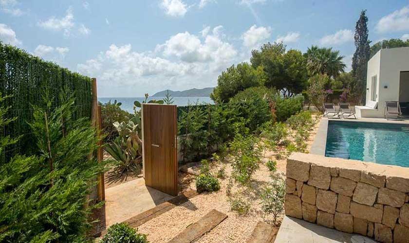 Gartentor zum Strand Villa am Strand Ibiza IBZ 90