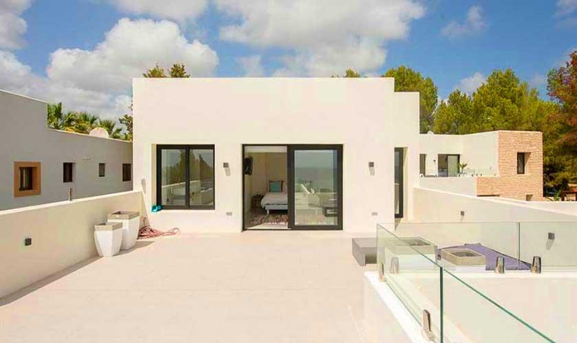 Blick auf die obere Terrasse Villa am Strand Ibiza IBZ 90
