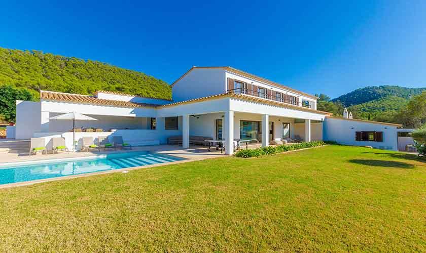 Blick auf die Ferienvilla Mallorca 12 Personen PM 115