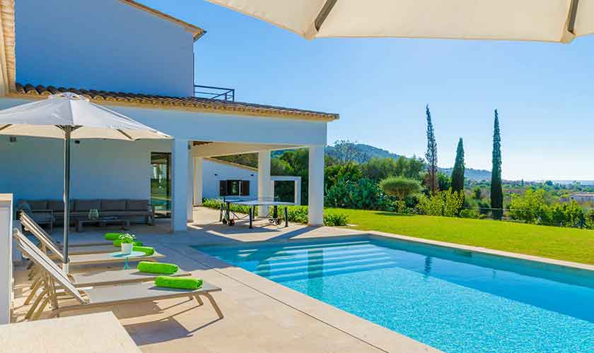 Terrasse und Pool Ferienvilla Mallorca 12 Personen PM 115