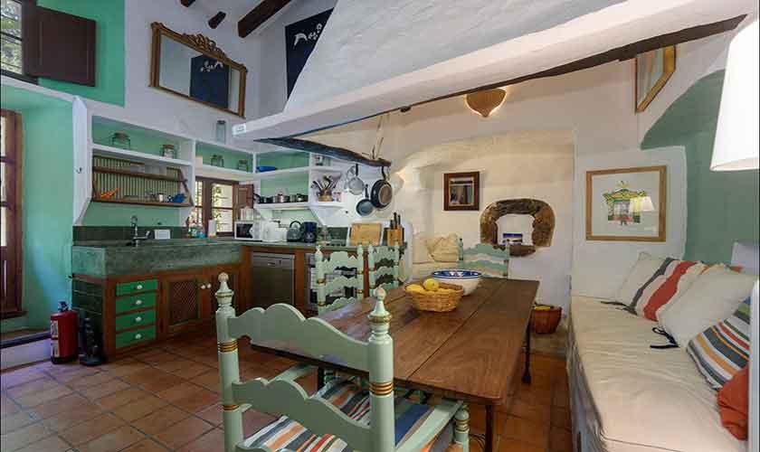 Küche und Wohnbereich Finca Mallorca PM 210