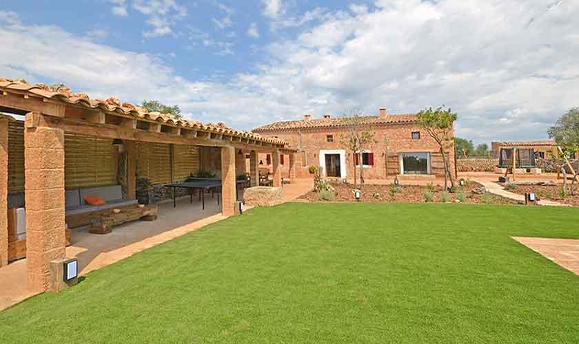 Terrasse und Wiese Finca Mallorca 6 Personen PM 3038