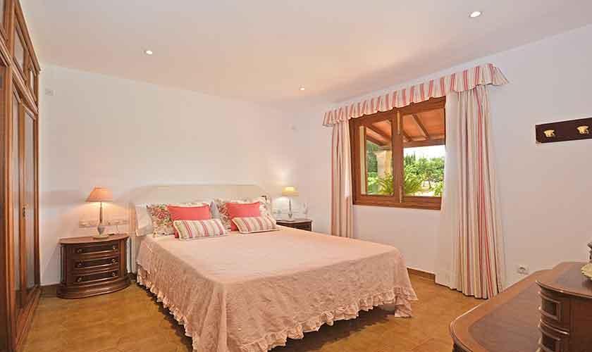 Schlafzimmer Finca Mallorca mit Pool PM 3070