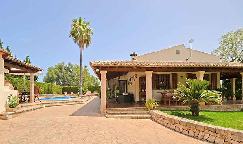 Blick auf die Finca Mallorca mit Pool PM 3070