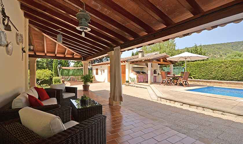 Terrasse mit Lounge Sofas Finca Mallorca mit Pool PM 3070