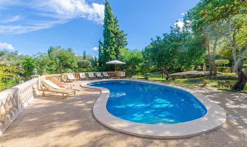 Pool und Liegen Finca Mallorca Norden PM 3150