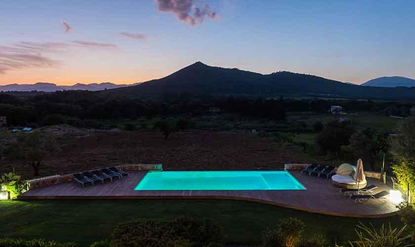 Mallorca Finca PM 320 Abend Pool und Landschaft