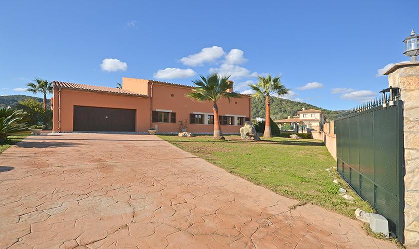 Einfahrt Ferienhaus Mallorca Norden PM 3222