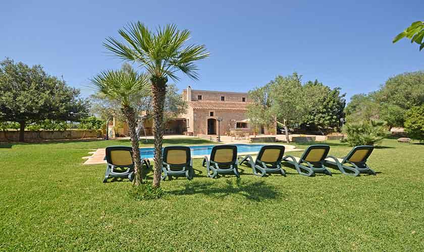 Pool und Rasenflächen Finca Mallorca PM 3224