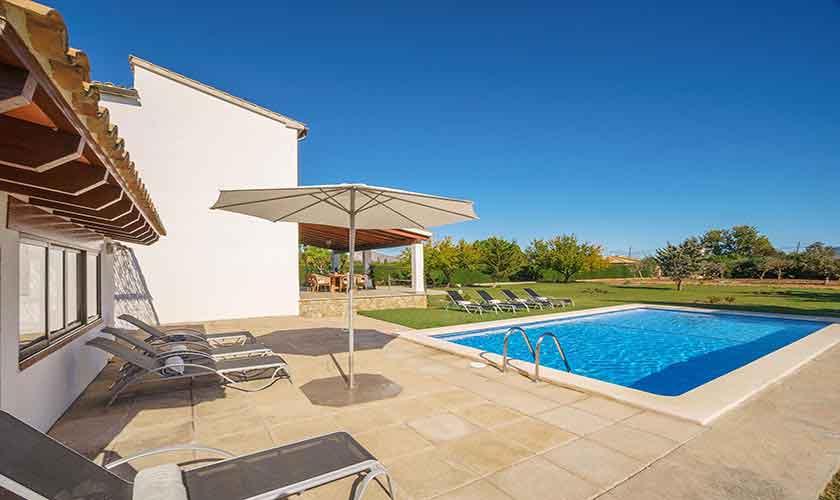 Pool und Terrasse Ferienhaus Mallorca Norden PM 3318