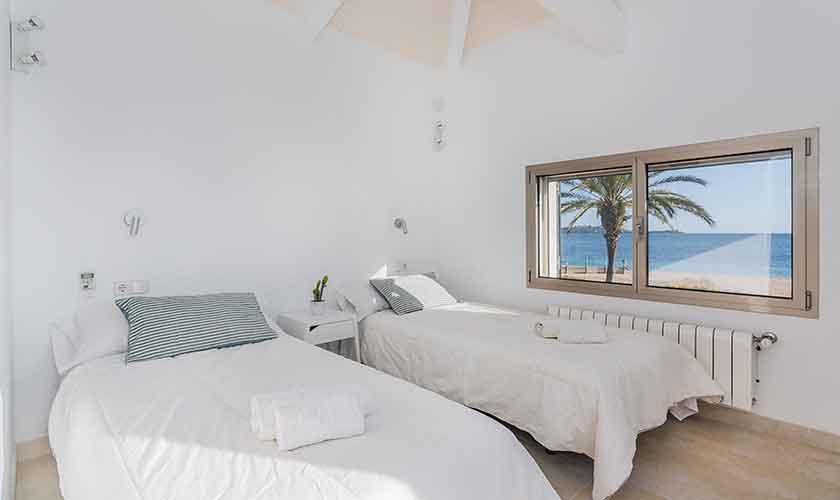 Schlafzimmer oben Ferienhaus Mallorca PM 3327