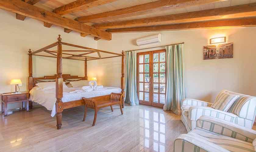 Schlafzimmer Finca Mallorca PM 3332
