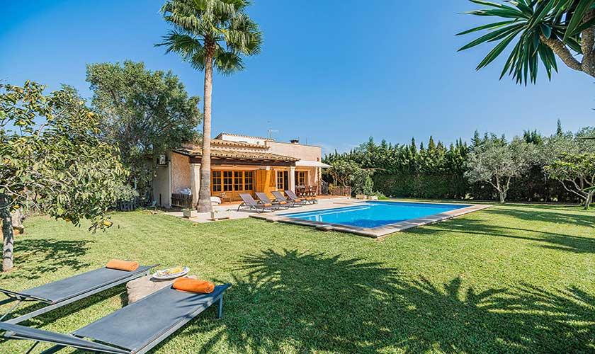 Pool und Rasen Ferienfinca Mallorca PM 3425