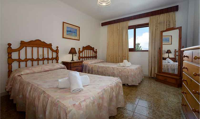 Schlafzimmer Finca Mallorca 10 Personen PM 3430