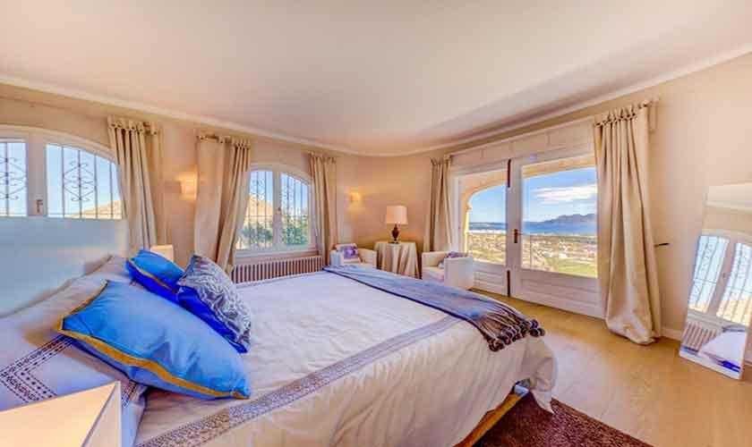 Schlafzimmer Poolvilla Meerblick Mallorca Norden PM 3529