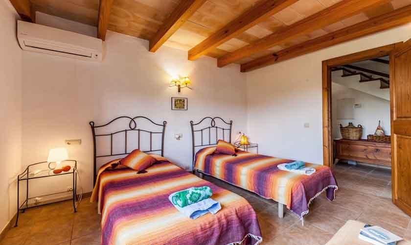 Schlafzimmer Finca Mallorca für 8 Personen PM 3534