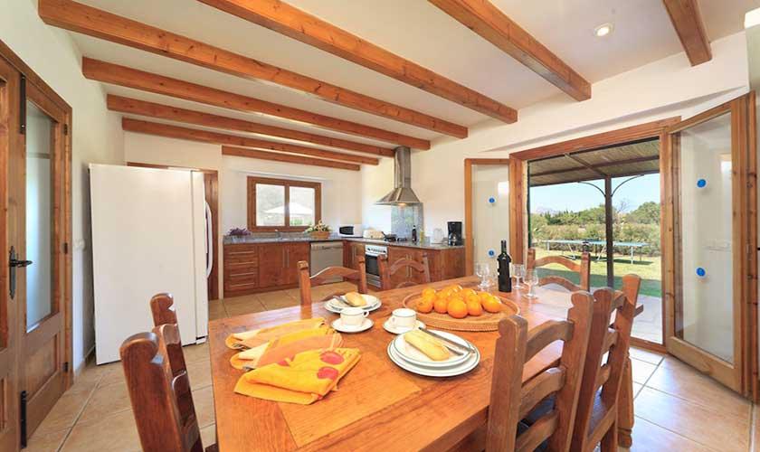 Essplatz und Küche Finca Mallorca Pollensa PM 3536