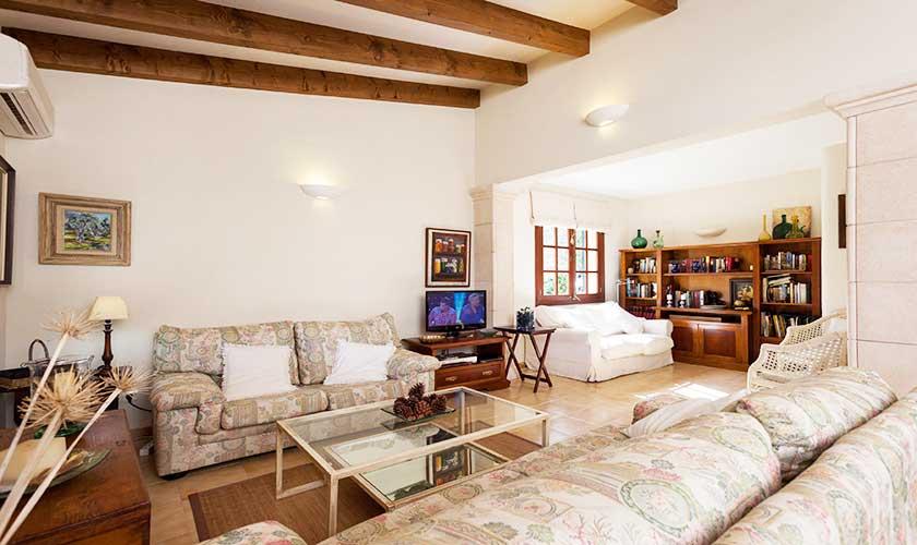 Wohnraum Finca Mallorca bei Pollensa PM 3537