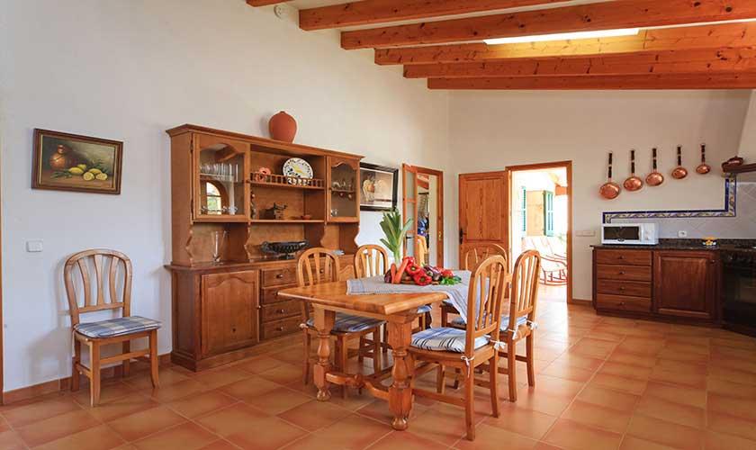 Küche und Esstisch Finca Mallorca PM 3539