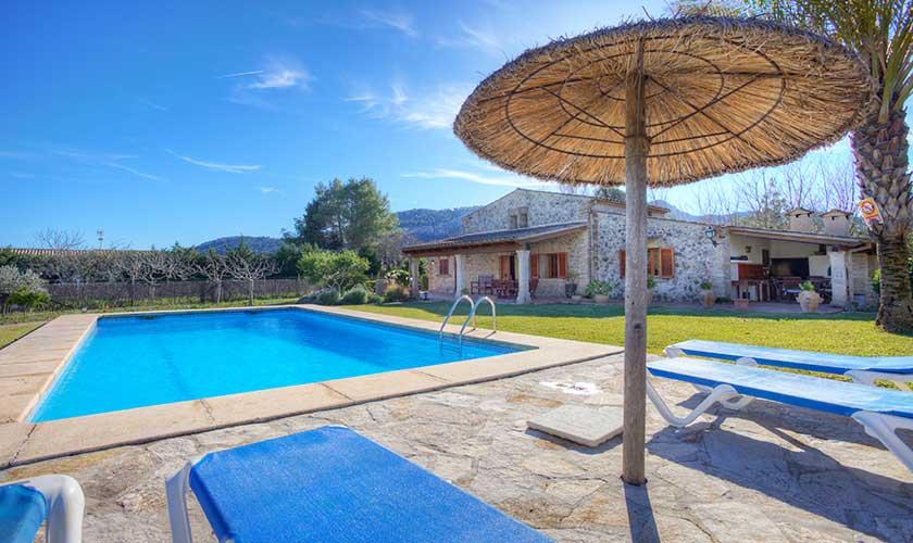 Pool und Liegen Finca Mallorca 4 Personen PM 3543