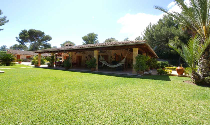 Rasenfläche  Finca Mallorca Nordküste PM 3730