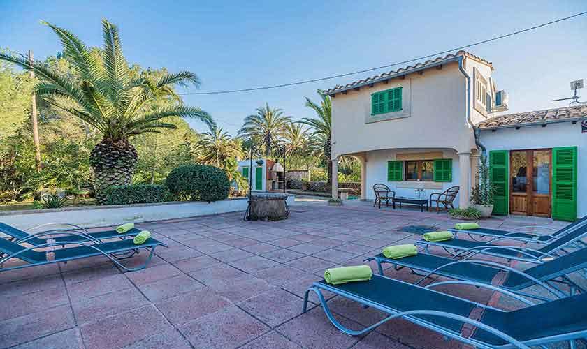 Terrasse und Liegen Finca Mallorca Norden PM 3735