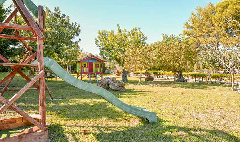 Garten mit Spielplatz Finca Mallorca 6 Personen PM 3765