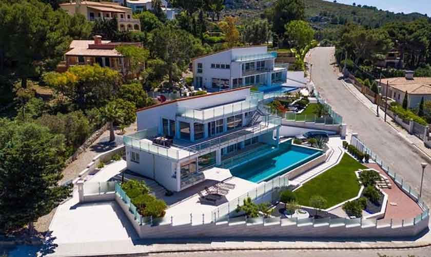 Blick auf die Villa mit Pool in Bonaire auf Mallorca PM 3801